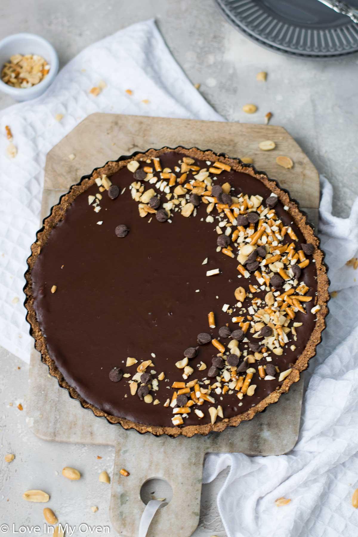 caramel chocolate pretzel tart